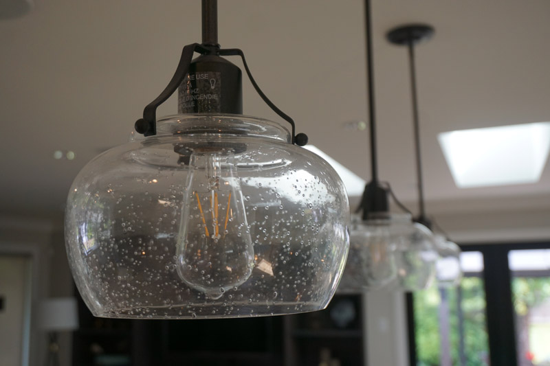 These pendant lights add a vintage feel.